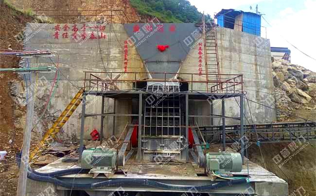 云南时产600吨重锤式粉碎机现场图片